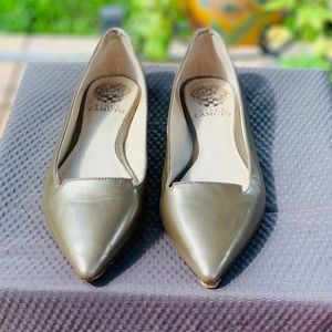 Vince CAMUTO pointy flats size 7.5